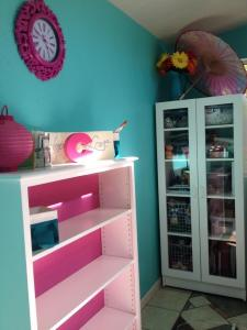 teal/pink playhouse/craft room